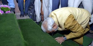 narendra-modi-at-parliament-doorstep